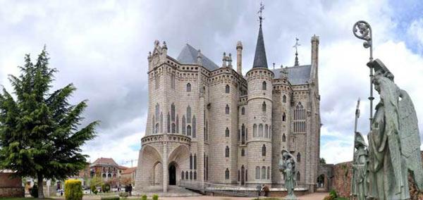 Le palais épiscopal d'Astorga est un édifice de style moderniste conçu entre 1889 et 1893 par l'architecte espagnol Antoni Gaudí à Astorga en Espagne. Il s'agit d'une des rares œuvres importantes de Gaudí hors de Catalogne.