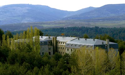 the Parador de Gredos, the first of the Paradores, have been entrenched since 1928 amidst the crystalline waters, rugged rocks and green pine woods