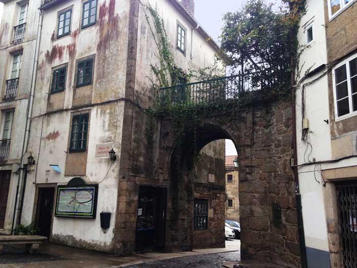 The last remaining Medieval door into walled Santiago de Compostela - Puerta Mazarelos