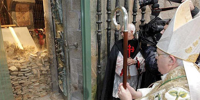 Opening the Holy Door of the Cathedral of Santiago de Compostela